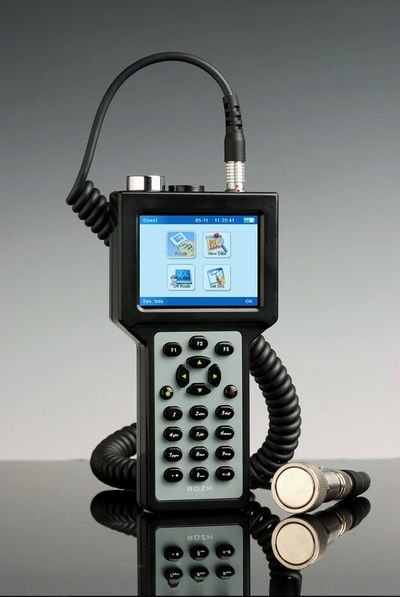 RH711 Integrated Vibration Meter